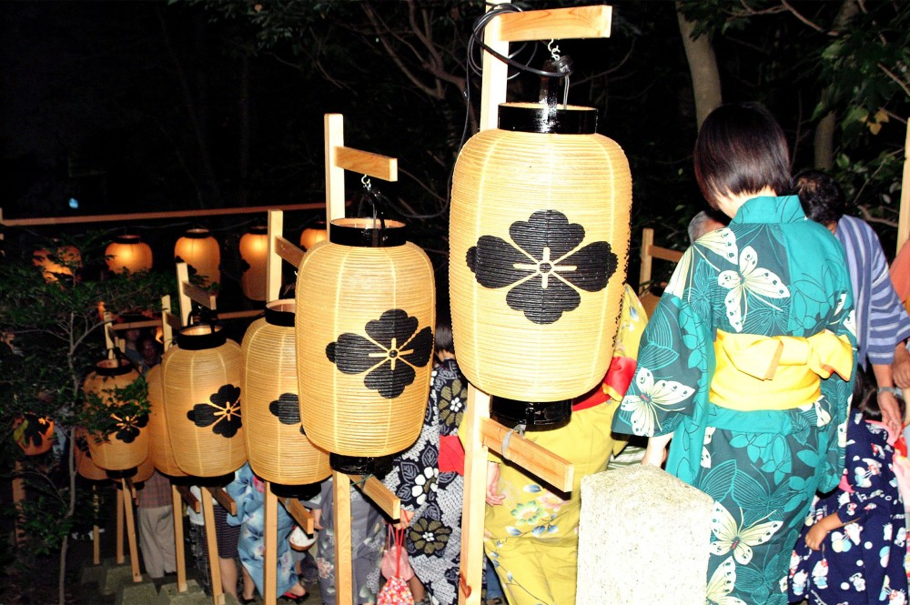 Visitantes con yukata en el Akasaki Matsuri, un festival celebrado en la ciudad de Toba (prefectura de Mie) cada año el 22 de junio